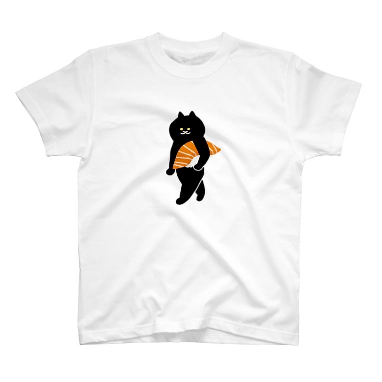 SUIMINグッズのお店の【中】サーモンの握り寿司をかっこよく持ち運ぶ猫 T-shirts