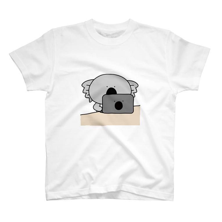 コアラと仲良しのウォンバットのコアラお仕事中 T-Shirt