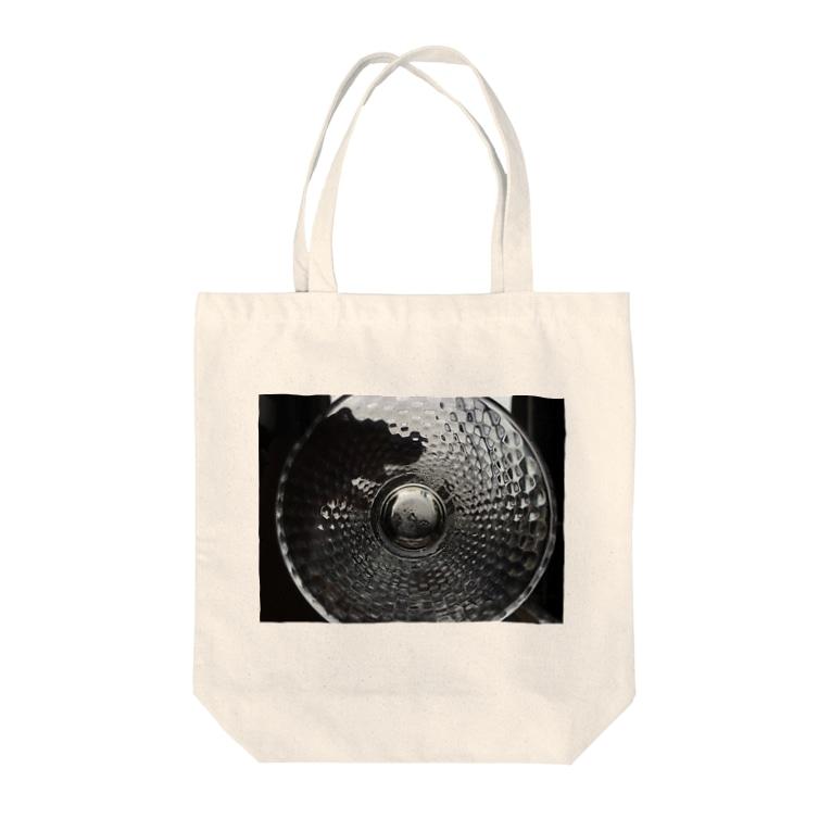 Ryuji HikosakaのI Can't See It. Tote bags