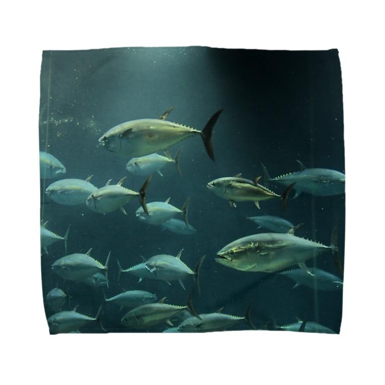 海中のまぐろ Towel Handkerchief