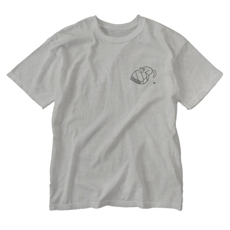 hk_illustrationのねこちゃんとお布団 Washed T-shirts