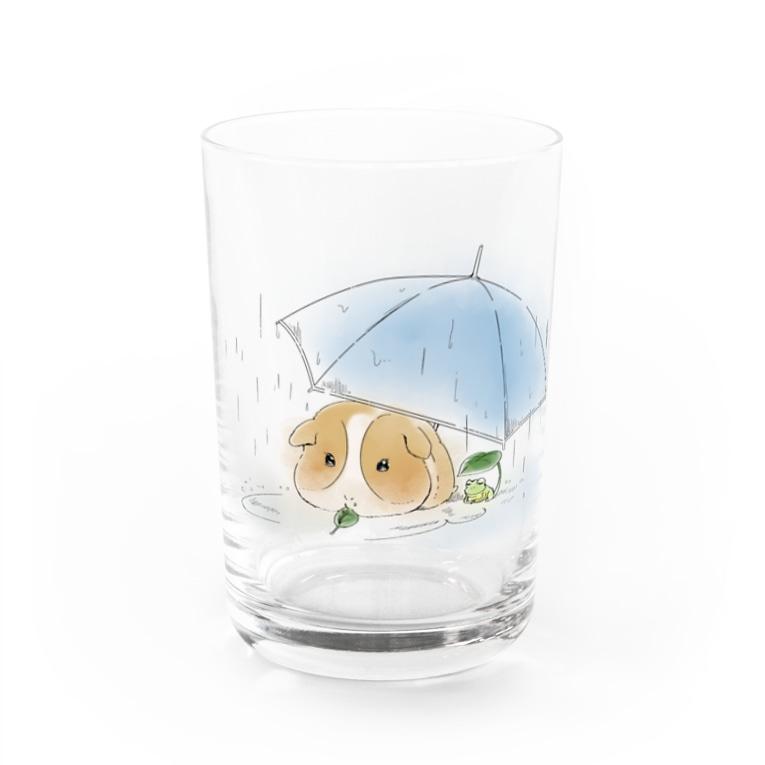 ハレ / 傘と小鳥 [小動物グッズのお店]のモルモットと傘(白) Water Glass